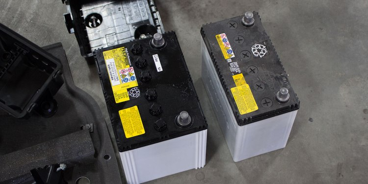 fiat battery 37 point 35 lbs vs Miata battery 25 point 15 lbs.jpg