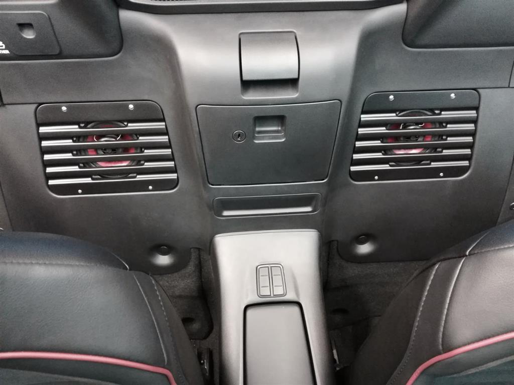 mx-5-speaker-grill-set-behind-seats-3